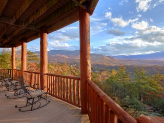 'Great Alpine Lodge' 6 BR Log Cabin, Fire Pit, Sleeps 26, Mtn View, Comm Pool