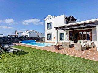 Hipoclub Villas, 24 Zafiro,Luxurious Villa near the coast With Private Pool