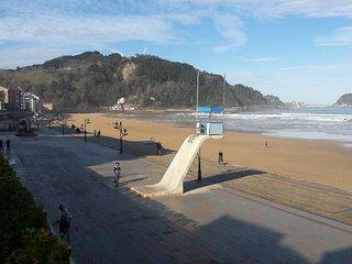 Urbanización  en  primerisíma linea de playa. Centro. Piscina y acceso a playa.