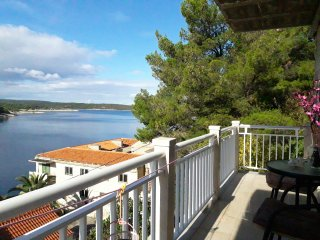 Apartment Doris - Two Bedroom Apartment with Terrace, Balcony and Sea View