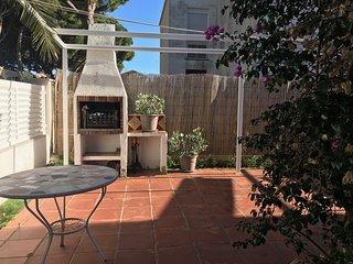 100D Casa moderna a pocos metros de playa, jardín con barbacoa, aire acond.