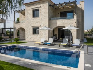 Villa Azalea/ Luxury, serenity, walking distance to the beach