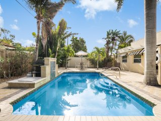 Villa Cascada- 4BR, 2 Kitchens, Heated Pool, Near Beach Access [Sleeps 12]