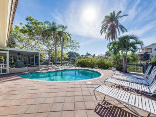 Sand Dollar Cottage - 3BR, Heated Pool, Waterview, Boat Access, Near Beach