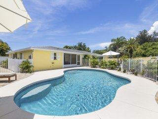 Casita Sun Star – 3BR/3BA Private Heated Pool, Screened Lanai, Walk to Beach