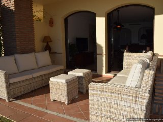 Quality 3 Bed Garden Apartment With BBQ, Free Wifi/TV PackageLos Arqueros R124