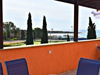 Coral Bay Beach - 3 Bed Apartment - Stunning Sea Views - Wifi - UK TV
