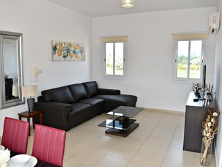 Coral Bay - 300m to Famous Blue Flag Beaches - 3 Bed Apt - Sea Views - Wifi