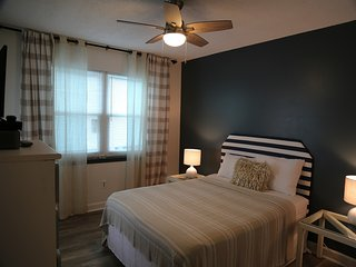 Harbor House B27-Prime Location, Gulf View/Redecorated/Free Wifi-by Gulfsands Re