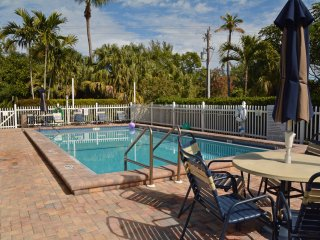 B-2 Breakers West, 2BR/2BA Condo, Olde-Fla Charm