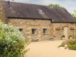 Luxury detached stone cottage in  the Peak District surrounded by stunning views