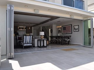 Luxurious Balboa Bay Front with Private Beach, Steps to Pier, Beach and Fun Z