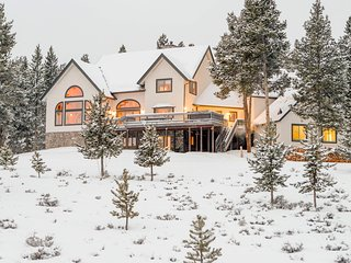 Hygge Mountain Lodge