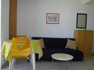 Sofacama,cómoda y mesa