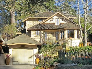 DragonsFyre: Elegant Carmel-by-the-Sea Zen Rental