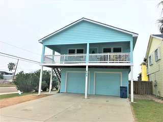Tropical Touchdown,Lovely 4 bedrm home, Boat parking! Large yard & pet friendly!