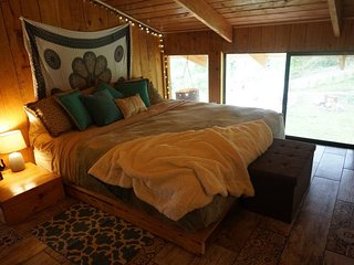 Villa Wanderlust Vacation Home Rental & Retreat Paradise: Bedroom 2
