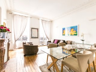 Magnificient 2bdr  within walking distance of the Pompidou Center