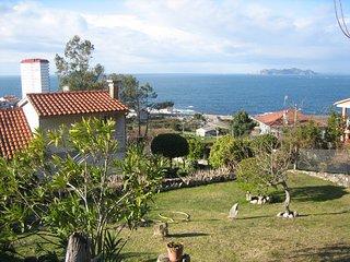 chalet con vistas a las islas Cies y a la montana