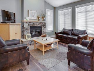 Spacious + Sunny Luxury Cottage | Great Okanagan Location!