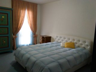 Cosy double room a walk to  the lake, USI and city center of Lugano (CH).