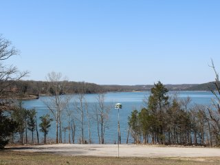 Cedar Point Retreat on Beautiful Table Rock Lake - GENTLE SLOPE TO THE WATER