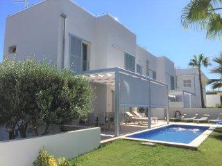 Villa 8 pax in Las Palmeras- Llucmajor- WIFI. Eco-Friendly pool. Table tennis. B