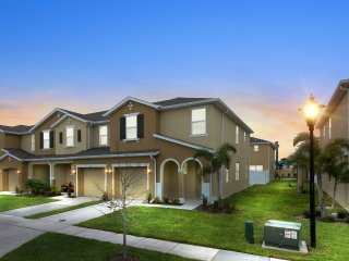 Four Bedrooms TownHome Close to Disney 5129