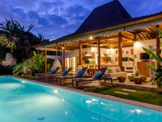 Villa Sukacita + Niri 8bed for 18pax very central