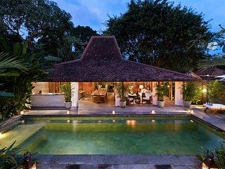 Stunning Wooden Luxury Villa Canggu