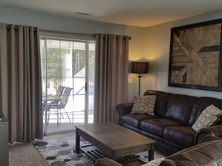 Luxury 2 BR Walk-In Close to Marina & Amenities