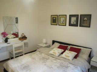 65sqm apartment with balcony. direct bus to Venice in 12 min, free st. parking.