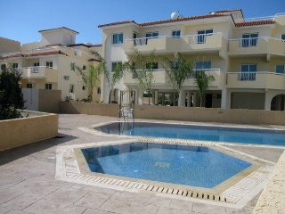 Bambos apartment, 2 bedrooms sleeping 6, free wifi and pool