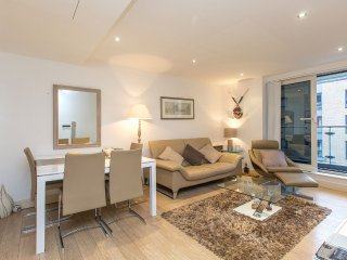Luxury 2 bed 2 bath in modern riverside apartment complex in Chelsea Harbour