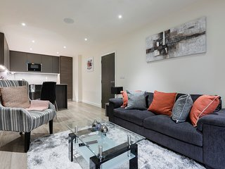 Stunning 2 bed 2 bath in Modern building in Colindale NW London (Zone 4)