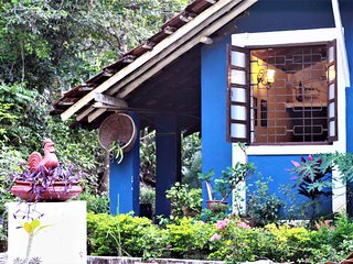 The Red Rooster Village Homestay! 1 BHK Cosy & Quaint cottage close to the beach