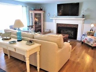 4 BED/2 BATH RENOVATED GEM IN CENTERVILLE! C/A! FREE BEACH PASS!
