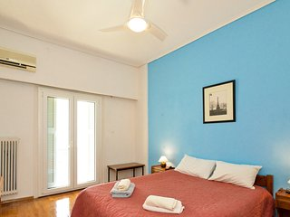 Budget Friendly 2 bedrooms ,10 min from Acropolis