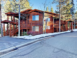 Charming 3BR w/ Fireplace & Deck - Community Pool, Gym, Sauna