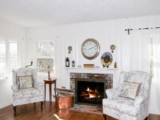 Mashpee Heaven: Lakefront 3BR Cottage w/ Private Pier & Big Patio