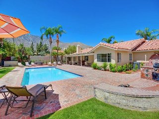 Palm Springs Oasis 4BD, Private pool, hot tub & mountain views
