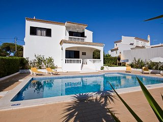 Large air conditioned villa with private pool near to beach and Albufeira