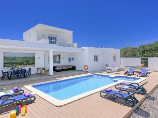 3 bedroom Villa with Air Con, WiFi and Walk to Beach & Shops - 5334321
