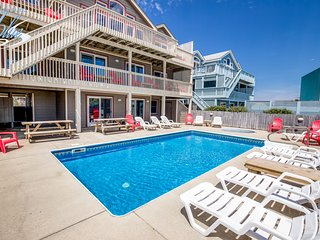 The Lodge: 8 BR / 6 BA eight bedroom house in Nags Head, Sleeps 20