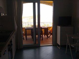 Appartamento situato su una collina,zona tranquilla vista mare,spiagga a 1Km