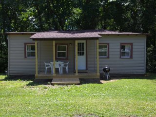 Western Cottage - Lakefront Cottages on Semi-private Lake, Beach, Boats, Fun!