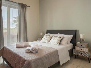 Seafront Luxury Villa, 1 Minute Away From Kolymvari Beach, Chania
