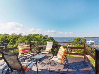 Cozy oceanfront home with jetted bathtub, water views, & easy access to sea!