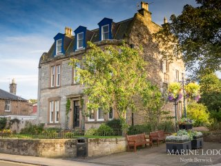 'Fraser's' at Marine Lodge Superb Ground Floor,2 Bed Apartment -Now 4 May nights