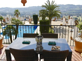 Casa-Victor Luxury  2 Bedroom South Facing apartment Pool and Golf views Wifi
